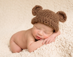 newborn baby with bear hat