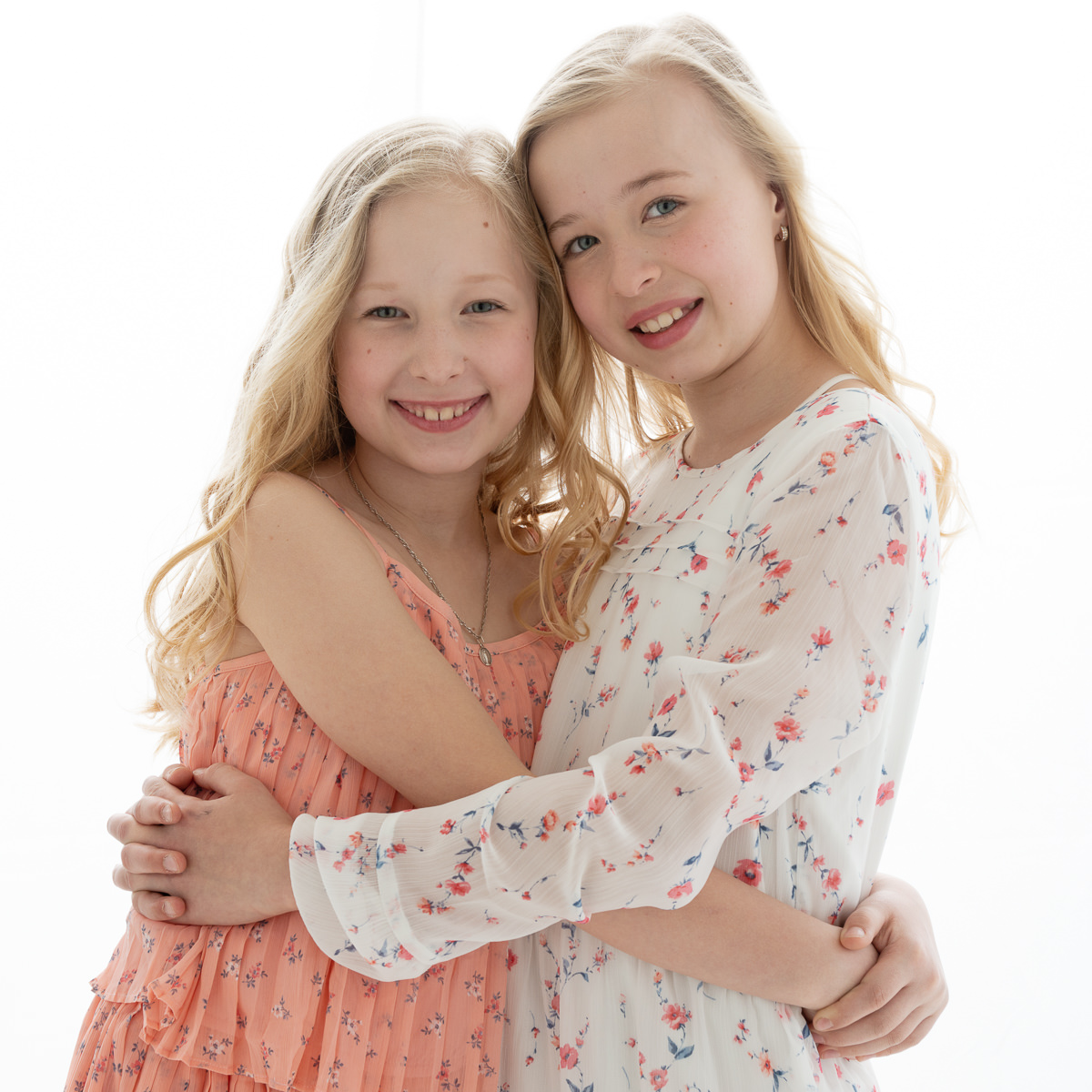 portrait of two sisters-5765